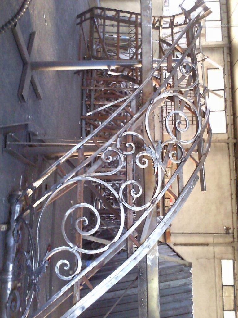Barandilla de forja artística artesana en hierro macizo (10)-min
