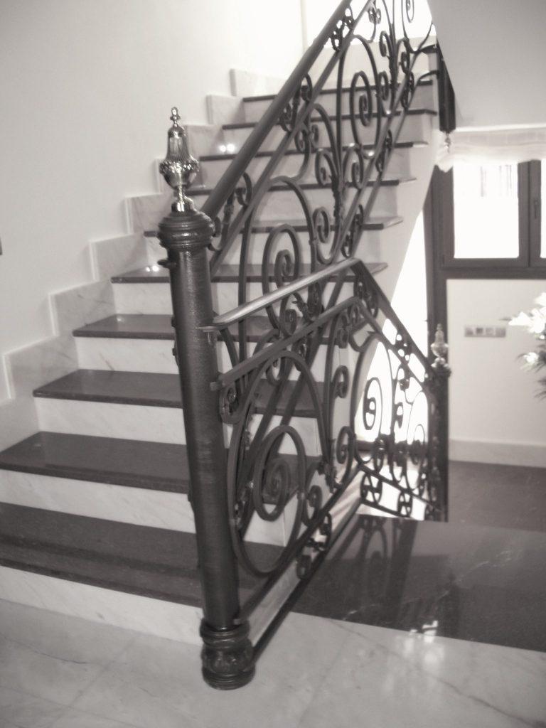 Barandilla de forja artística artesana en hierro macizo (11)-min