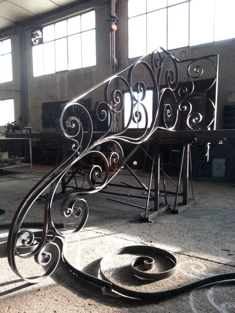 Barandilla de forja artística artesana en hierro macizo (4)-min