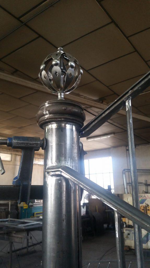 Barandilla de forja artística artesana en hierro macizo (5)-min