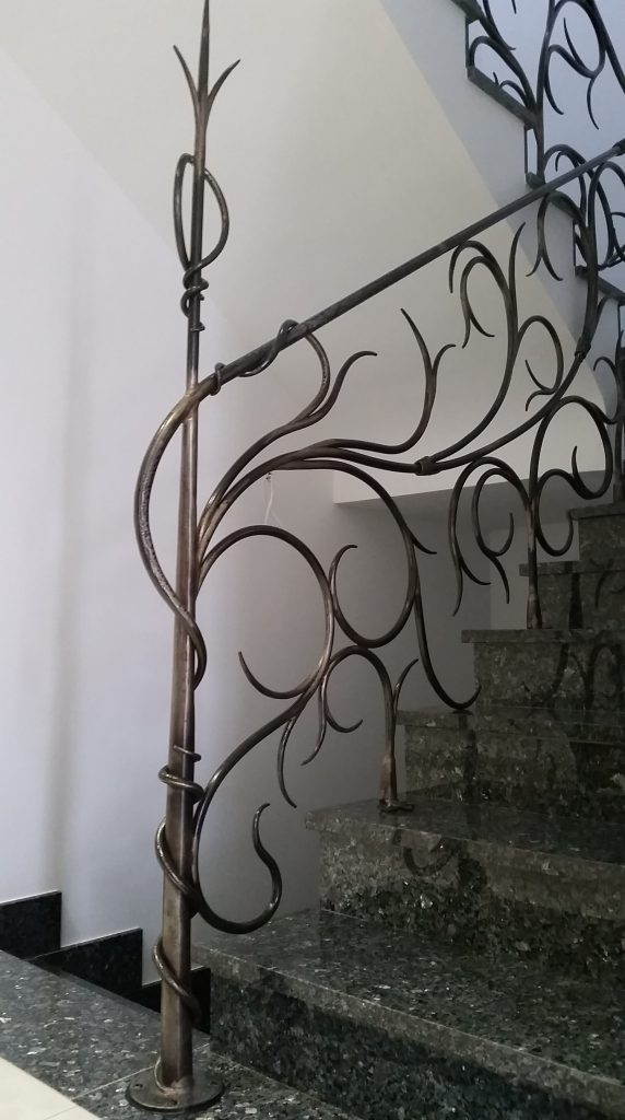 Barandilla de forja artística artesana en hierro macizo (7)-min