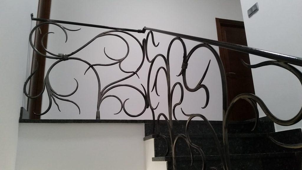 Barandilla de forja artística artesana en hierro macizo (9)-min