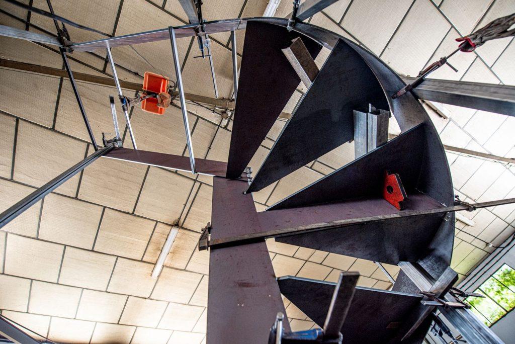Escalera de forja de Diseño en perfiles macizos (1)