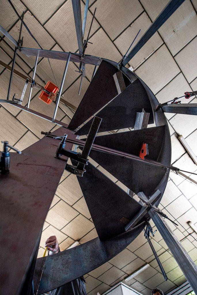 Escalera de forja de Diseño en perfiles macizos (4)