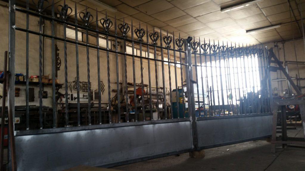 Portón de forja artística hierro macizo (4)-min