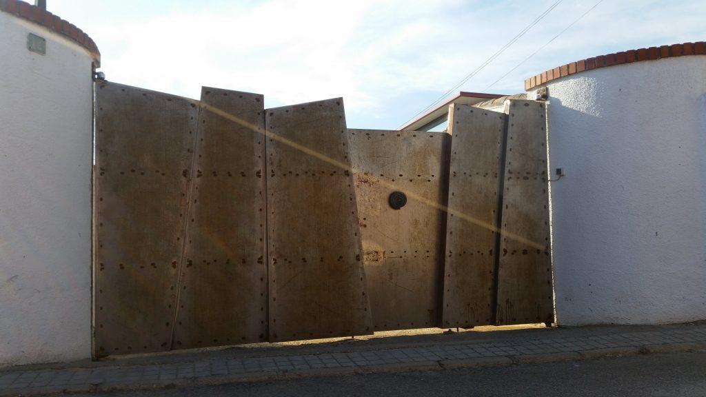 Puerta Corredera forja artística-min