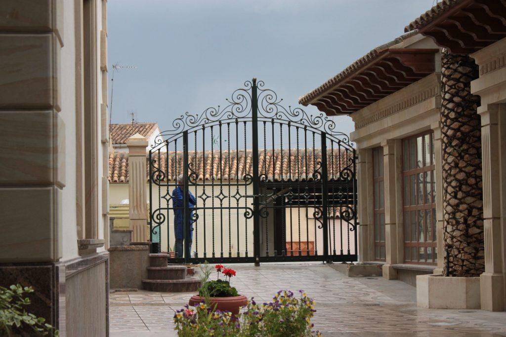 Puerta de Forja Artística Exterior-min